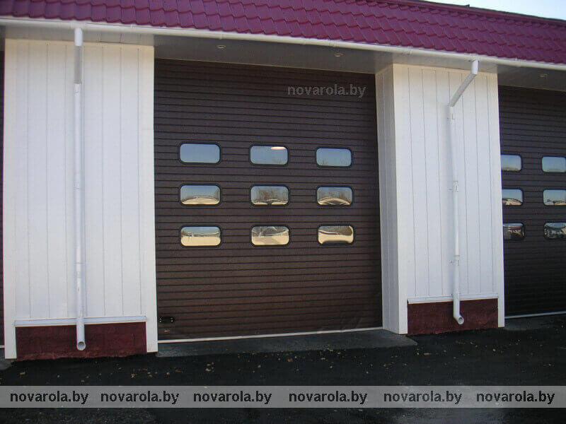 Промышленные ворота с панелью RIB.