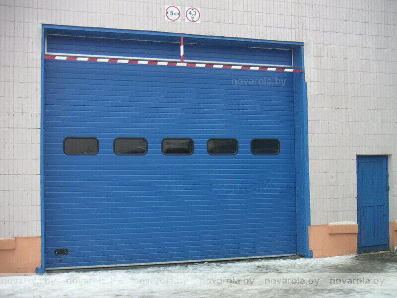 Промышленные ворота с фактурой апельсиновая корка.