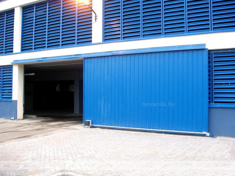 Подвесные промышленные ворота.